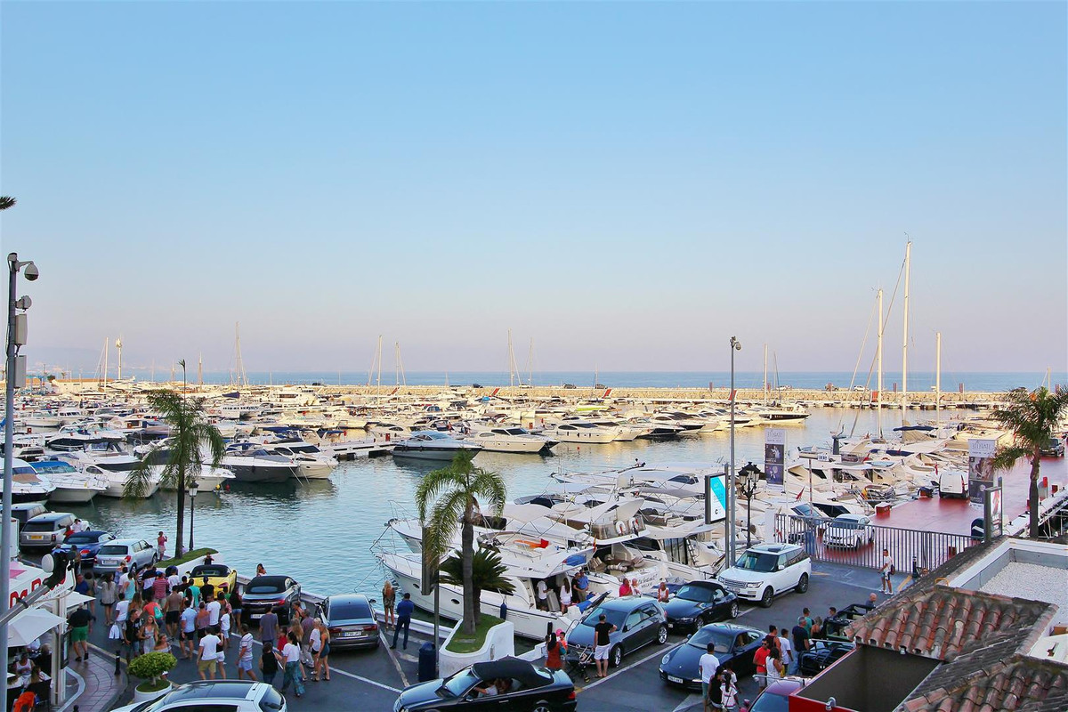 Modern Apartment for sale in Puerto banus, Marbella. Newly renovated luxury 2 bedrooms apartment, lo,Spain
