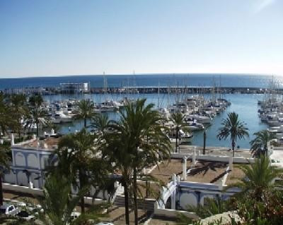 REDUCED TO 250,000ONO\nThis front line 3rd floor apartment is situated in urbanisation Puerto Parais, Spain