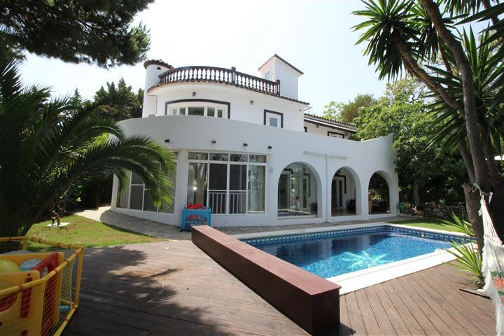 A great value 4 bedroom detached villa recently reduced in price and located in the nicest residenti, Spain