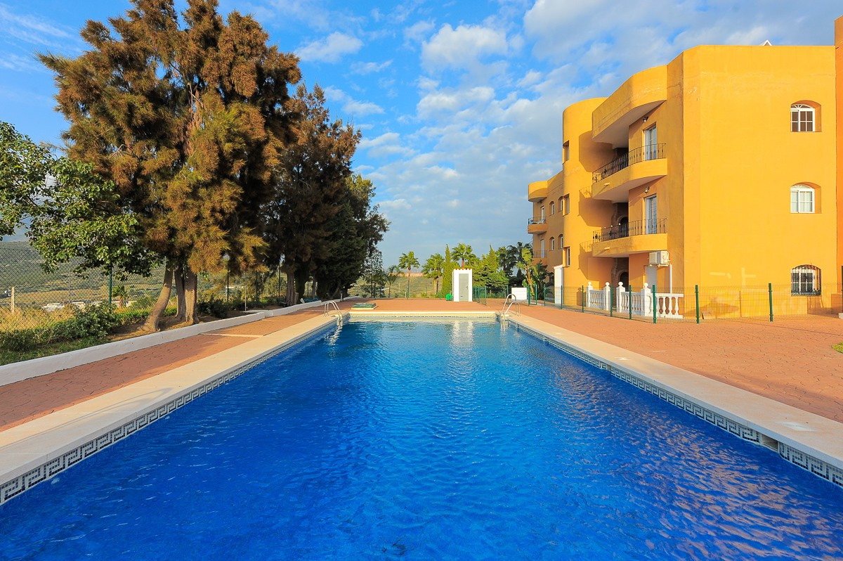 This is a lovely apartment in the area of West Estepona, located inside a gated and quiet first line,Spain