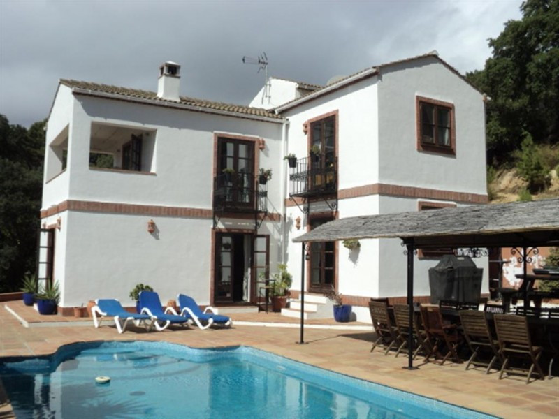 Wonderful country house in a natural setting in Casares surrounded by oaks and carob trees with fabu,Spain