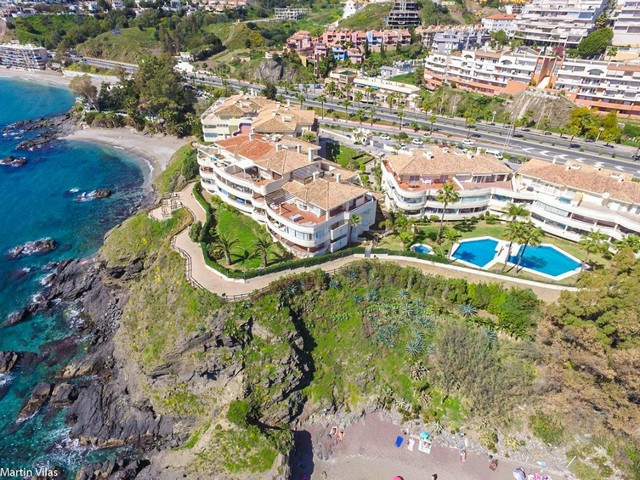 Beautiful apartment located in one of the most exclusive developments on the beachfront!!!  It is di,Spain