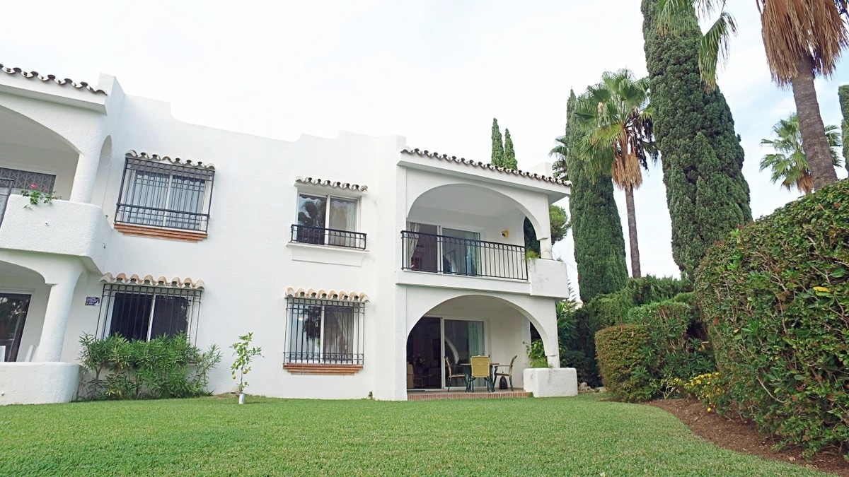 Townhouse in Miraflores with a view to the sea, three hundred meters from the beach, large living ro,Spain