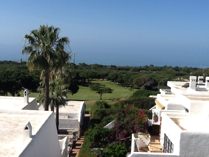 This is a fantastic townhouse in Artola Alta, Cabopino, beautiful views, surrounded by nature, close, Spain