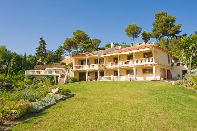 Superb Villa in a great elevated position in El Rosario set in lovely gardens.    Villa - Detached, , Spain