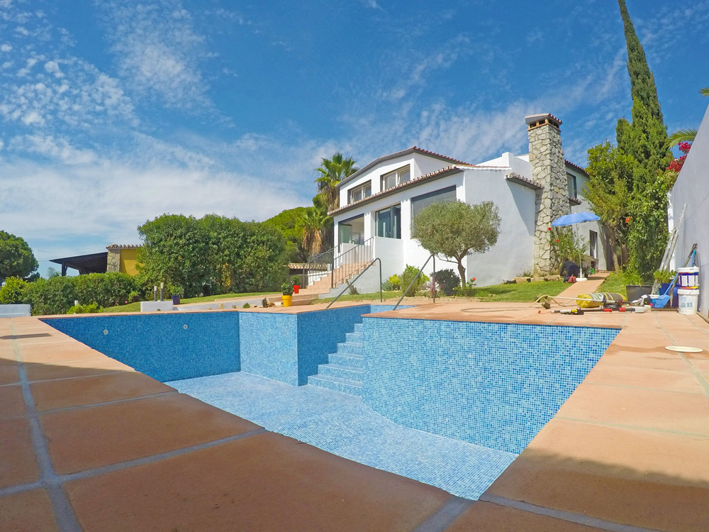 Completely renovated villa within easy walking distance of Cabopino marina and the beaches of east M, Spain