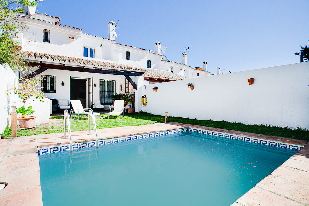 Fantastic family home in a sought after location. The house features a large family kitchen with Bos, Spain