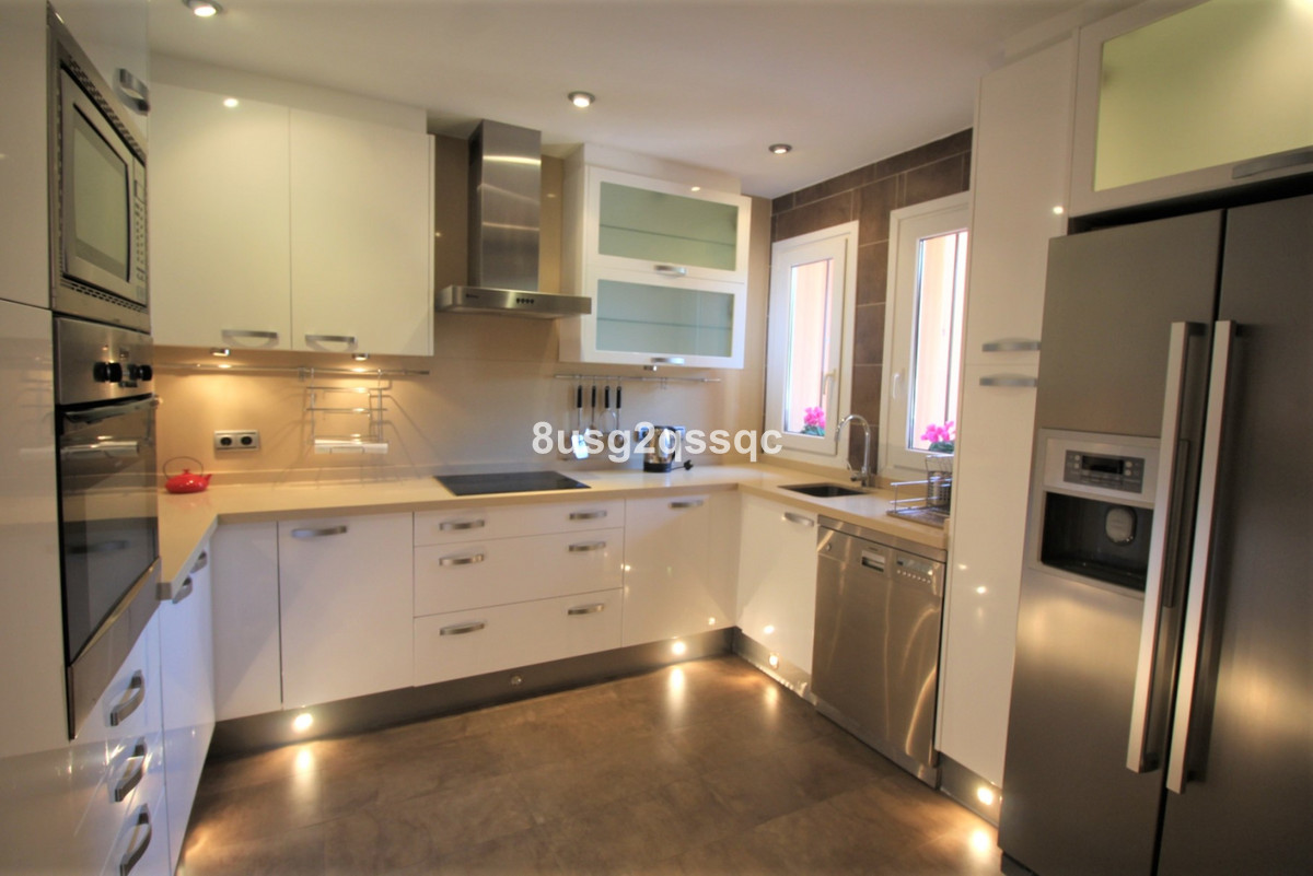 Modern style townhouse with 3-4 bedrooms, 3 bathrooms & 1 cloak room located in one of Marbella´,Spain