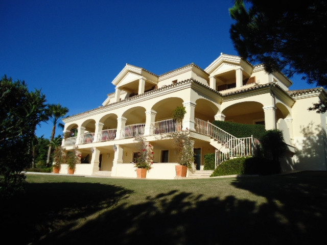 Sotogrande Alto: large 5 bedroom 4 bathroom villa situated within private location front line Almena, Spain