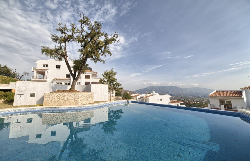 ¡¡¡ Brand new luxury bank repossessed apartments reduced to 40%!!!  La Mairena Forest is located in ,Spain