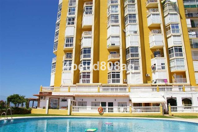Frontline beach fully furnished and refurbished studio apartment on 8th floor with panoramic views t,Spain