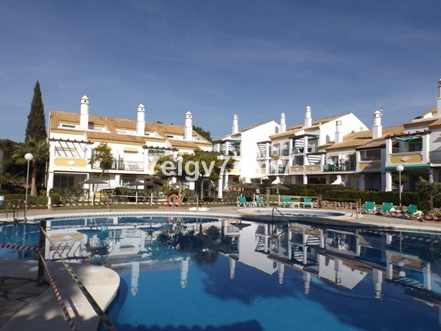 Excellent condition 3 bed 3 bath (two en-suites) first floor South/West facing apartment in the Fair, Spain