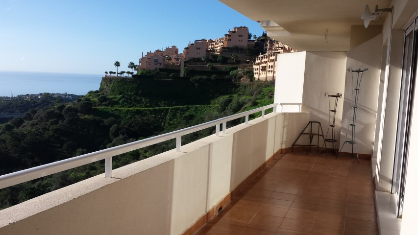 OPPORTUNITY !!!, APARTMENT FOR SALE WITH PANORAMIC VIEWS, IN CALAHONDA, MIJAS-COSTA.   This apartmen,Spain