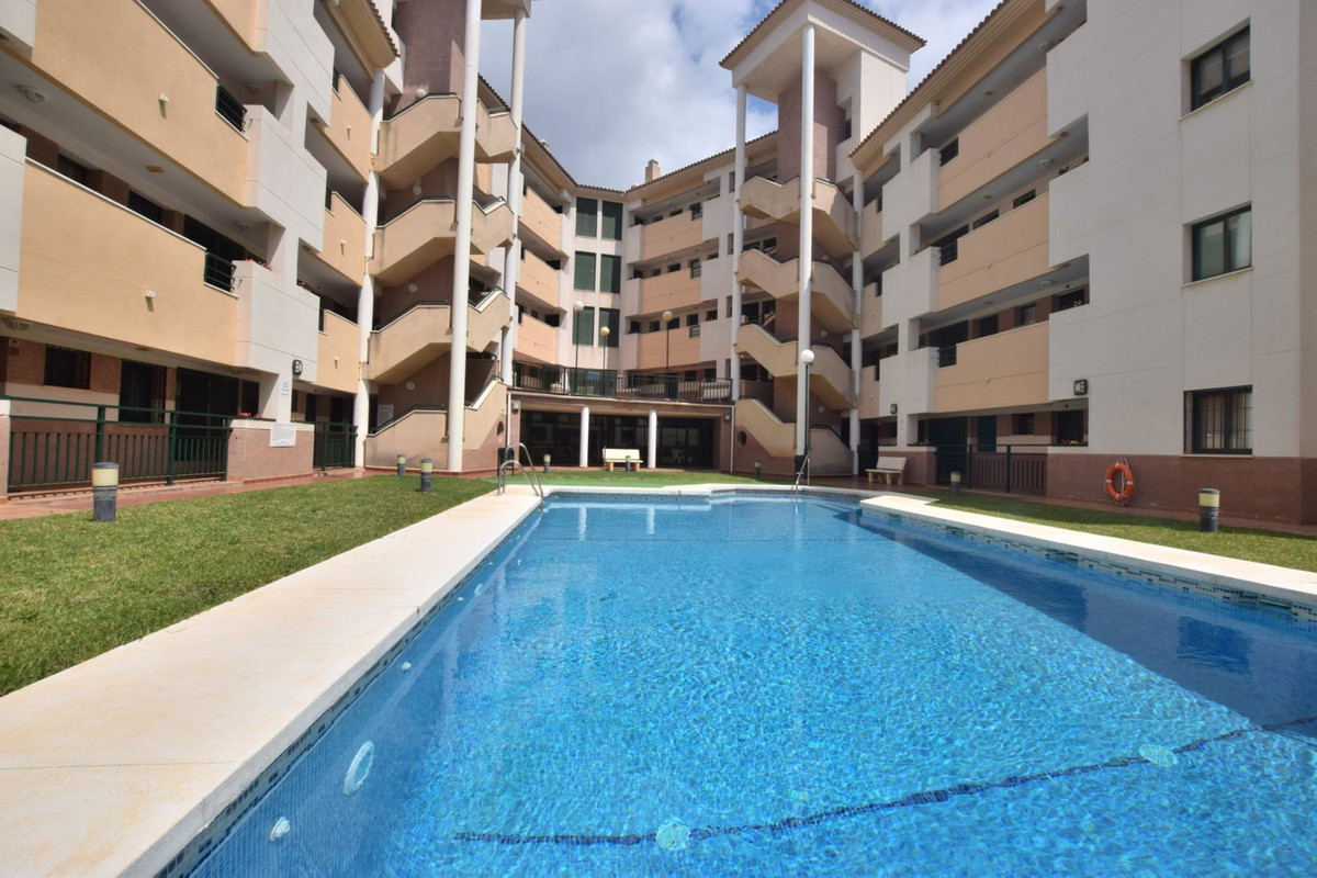 Great 3 bedroom apartment located in Torreblanca, Fuengirola.  Not walking distance to amenities, do, Spain
