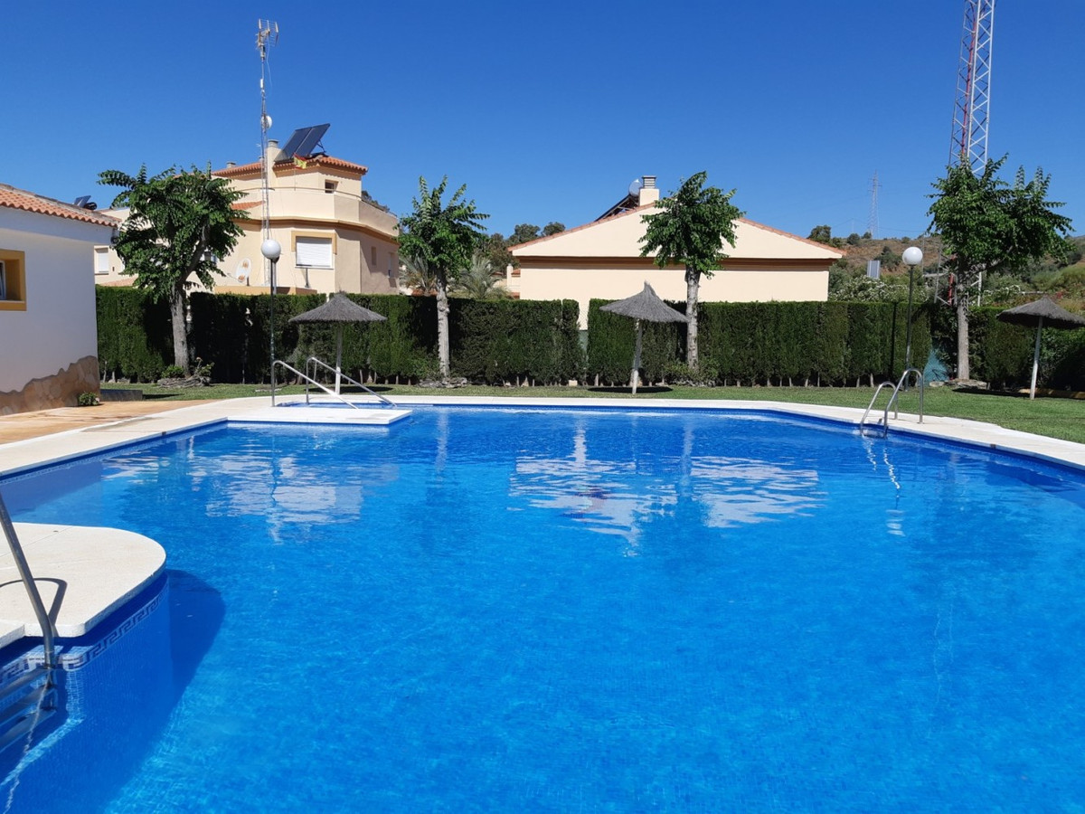 Nice semi-detached townhouse with magnificent sea views and in a quiet urbanization, ff kitchen, fit,Spain