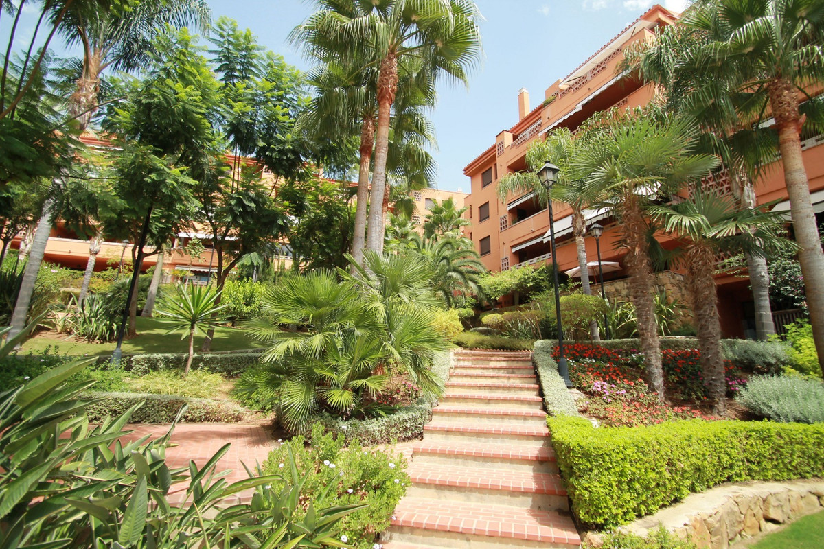Opportunity to purchase this East facing two bedroom corner apartment in Costa Nagueles III, within ,Spain
