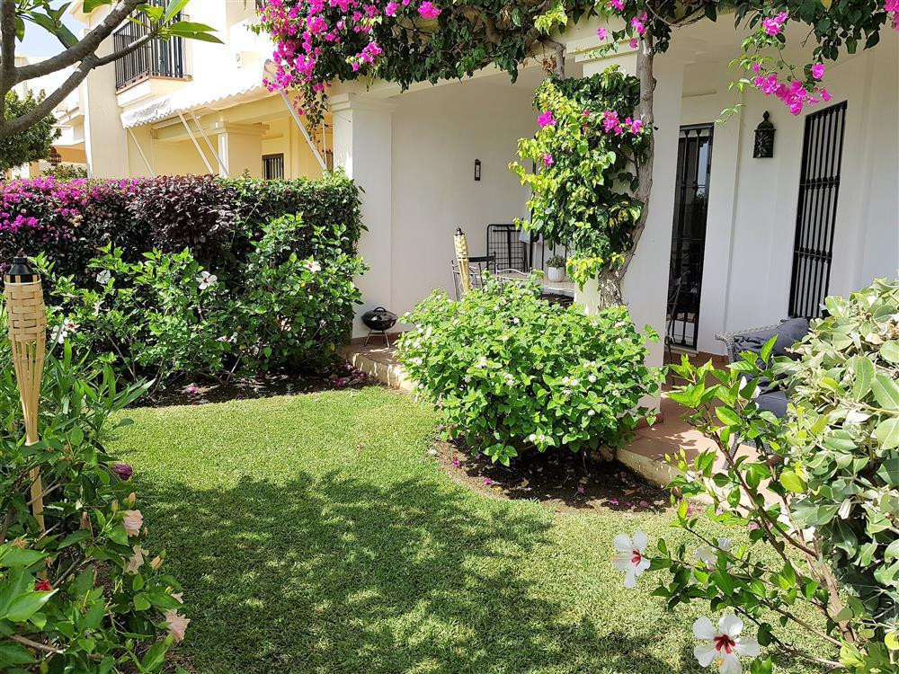 Lovely cozy 3 bed townhouse in the popular development of La Quinta Hills. located on the top level ,Spain