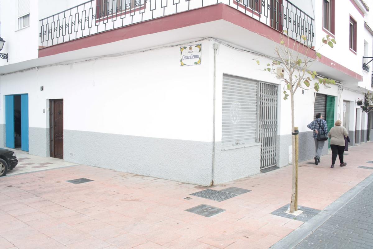 Bar, Estepona, Costa del Sol. Built 40 m².  Setting : Town, Commercial Area, Close To Shops. Orienta, Spain