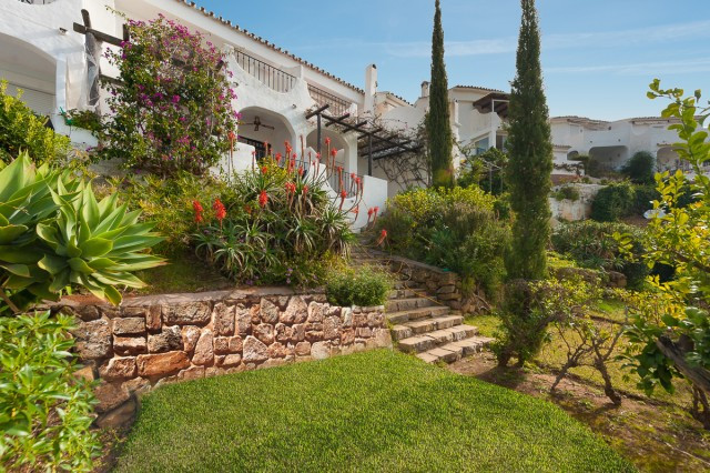 Charming townhouse inside a quiet urbanisation in the upper side of Los Monteros, 10 minutes driving, Spain