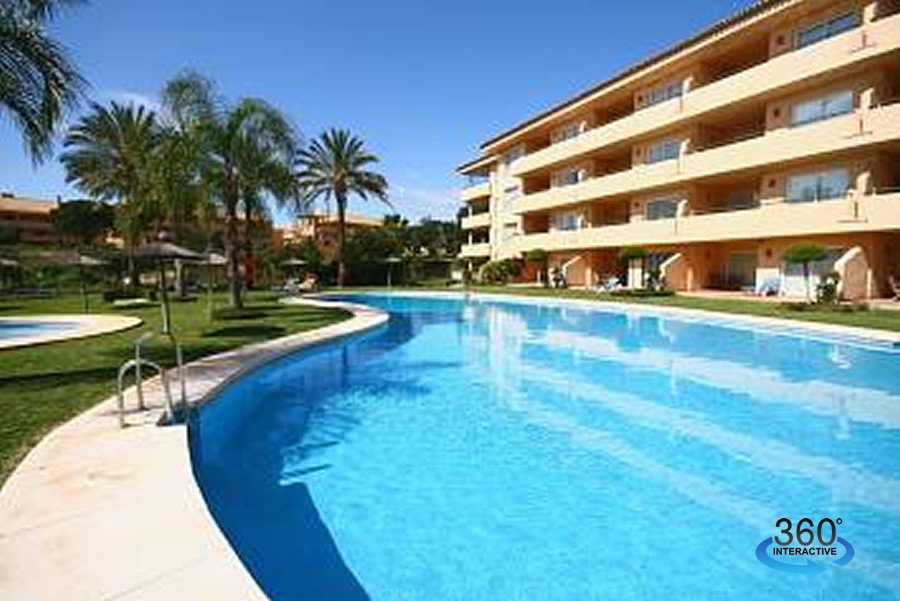 Bargain in Elviria !  A beautiful ground floor apartment right next to Santa Maria golf course and w, Spain