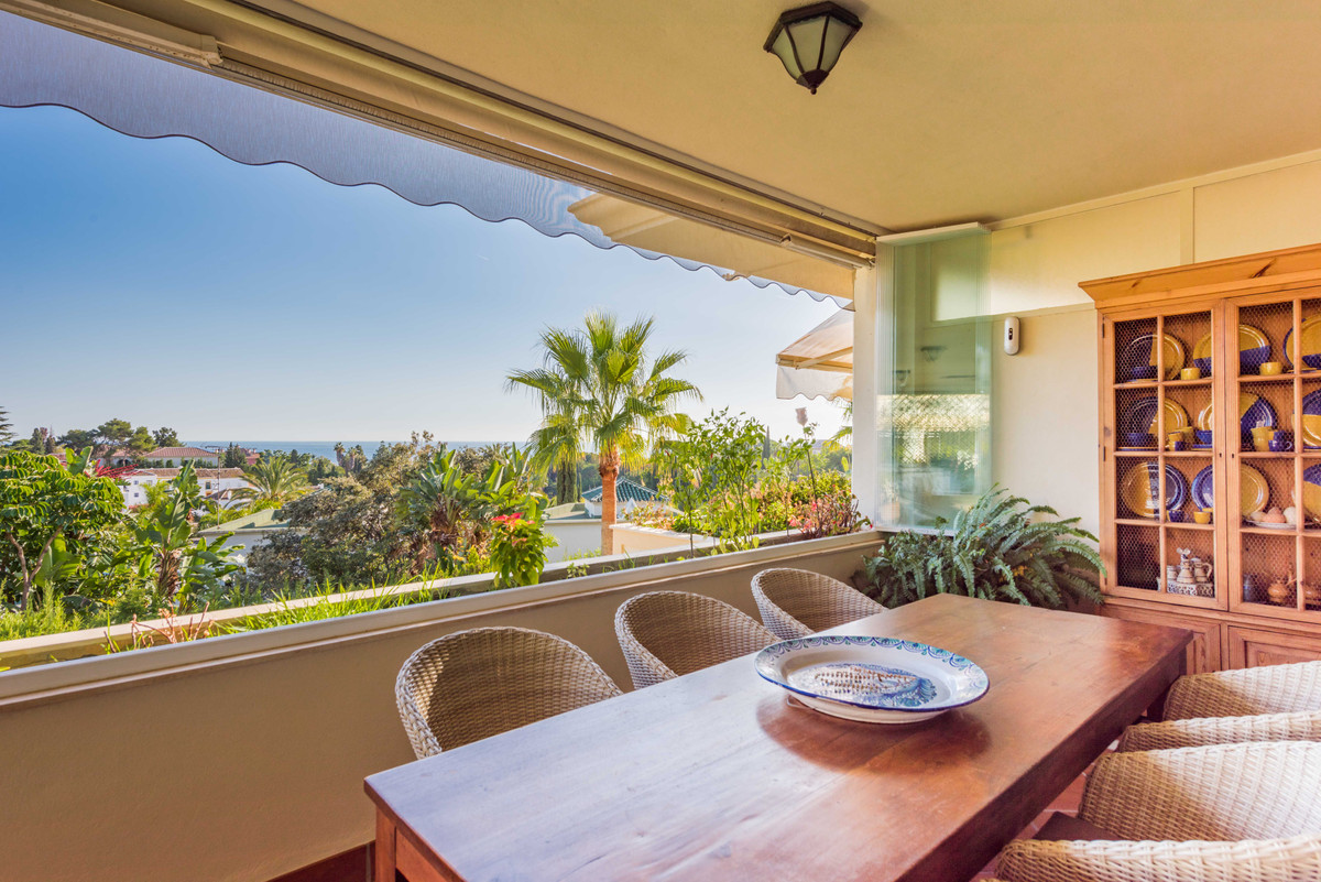 This luxurious apartment with panoramic sea views in one of the most exclusive urbanizations of Marb,Spain
