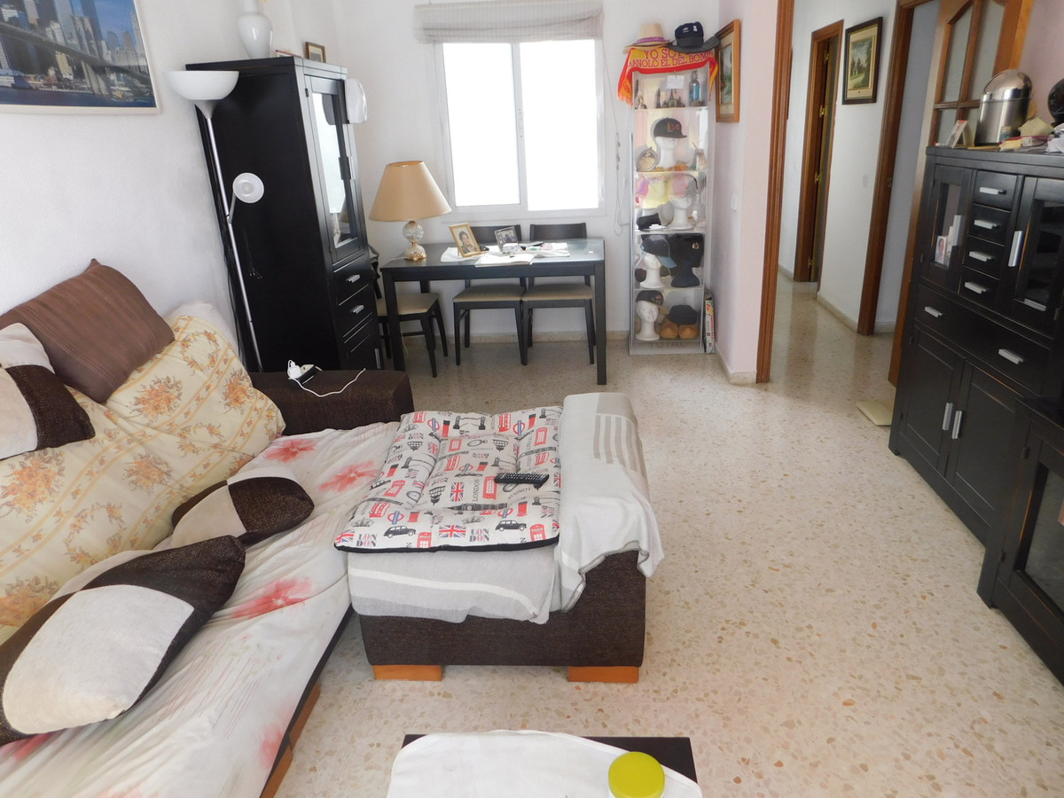 Spacious and bright apartment in the main avenue of Alhaurin de la Torre, close to all services and  Spain