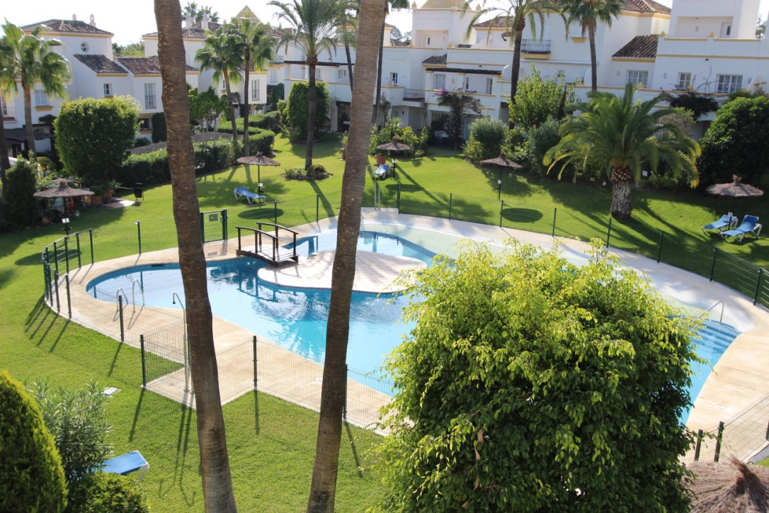 The apartment is located in the beautiful urbanization Coto Serena. The apartment has a living room,, Spain