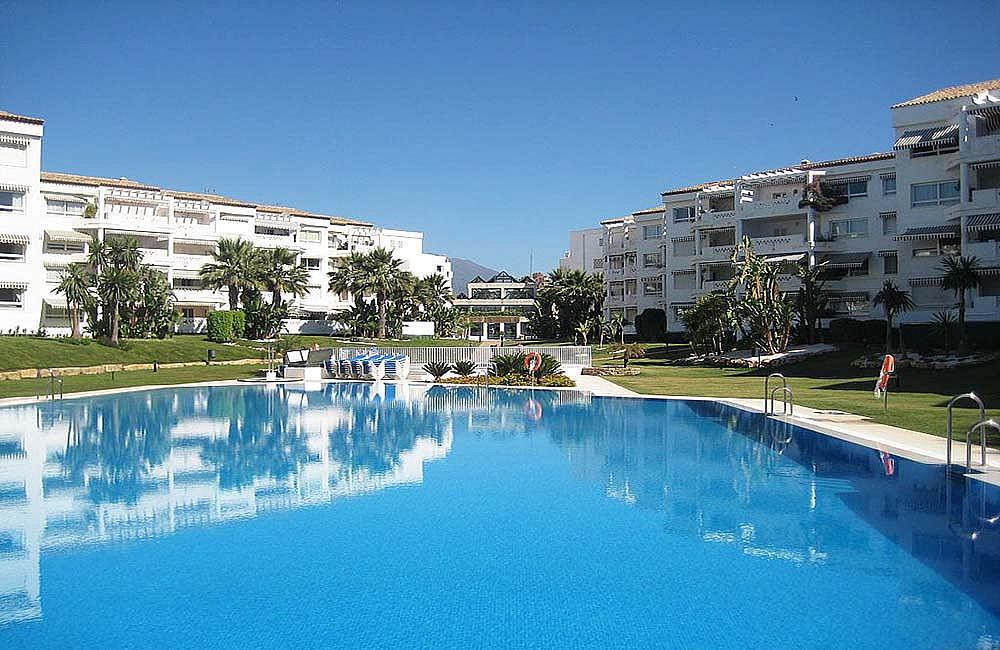 REFURBISHED APARTMENT IN PUERTO BANUS - Apartment of 2 bedrooms and 2 bathrooms in closed complex of, Spain