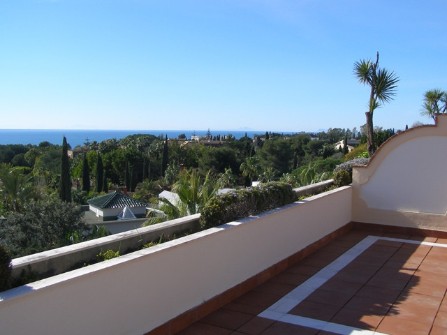 Great penthouse in an exclusive development in the very sought after area of Nagueles, Golden Mile M, Spain