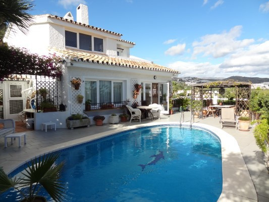 LOCATION !! Originally 4 bedrooms, this immaculate 3 bed villa is in perfect condition and ideally l, Spain