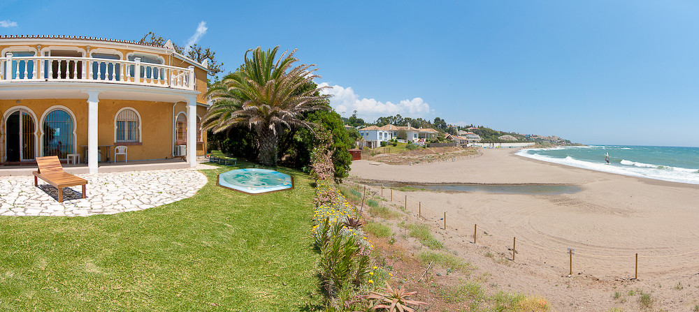 Villa Khayyam is a luxury property for sale and long term rental on the beautiful beachside of El Ch, Spain