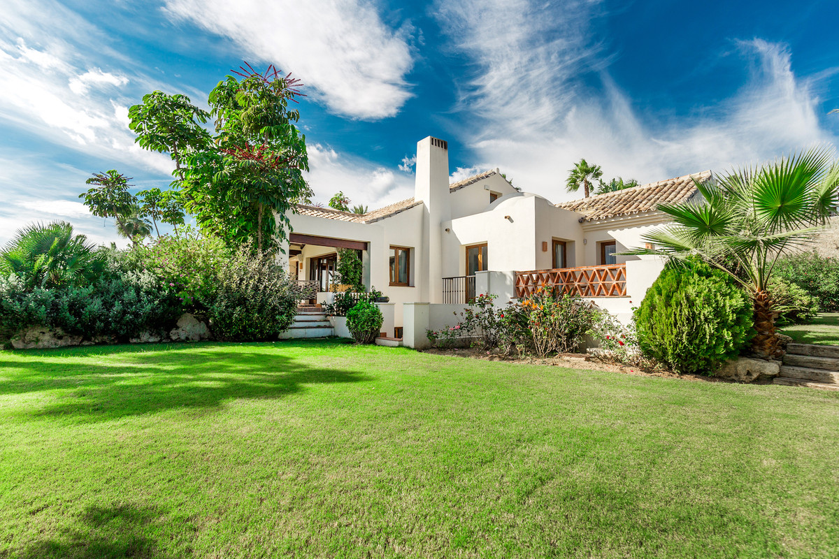 Mirador del Paraiso is an exclusive residential complex situated in Benahavis, a typically Andalusia,Spain