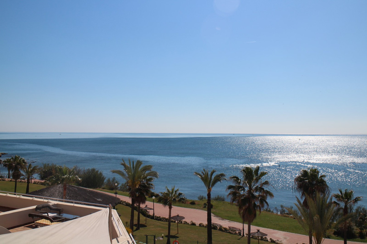 This luxury Penthouse is a little piece of heaven situated in this quiet, exclusive development,  be,Spain