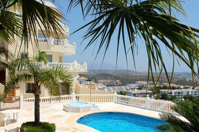 Spacious 2 bedroom apartment with stunning views . fully fitted kitchen , large dinning and living r,Spain