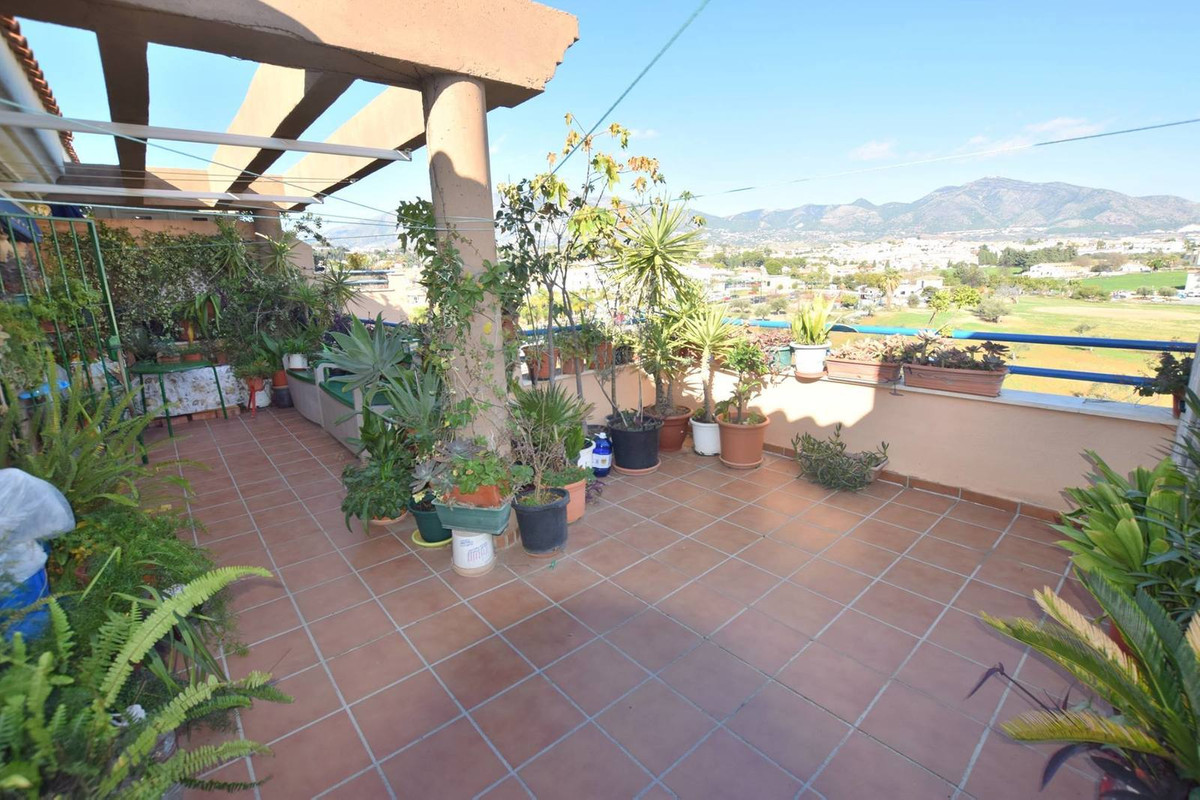 Penthouse on the outskirts of Fuengirola but within walking distance to amenities Located in Las Lag Spain