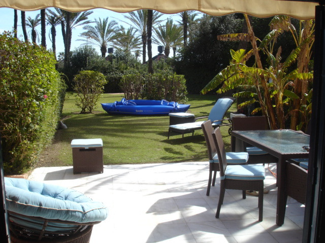 Ground floor apartment with garden and terrace, in front of the beach, located 20 meters from the be, Spain