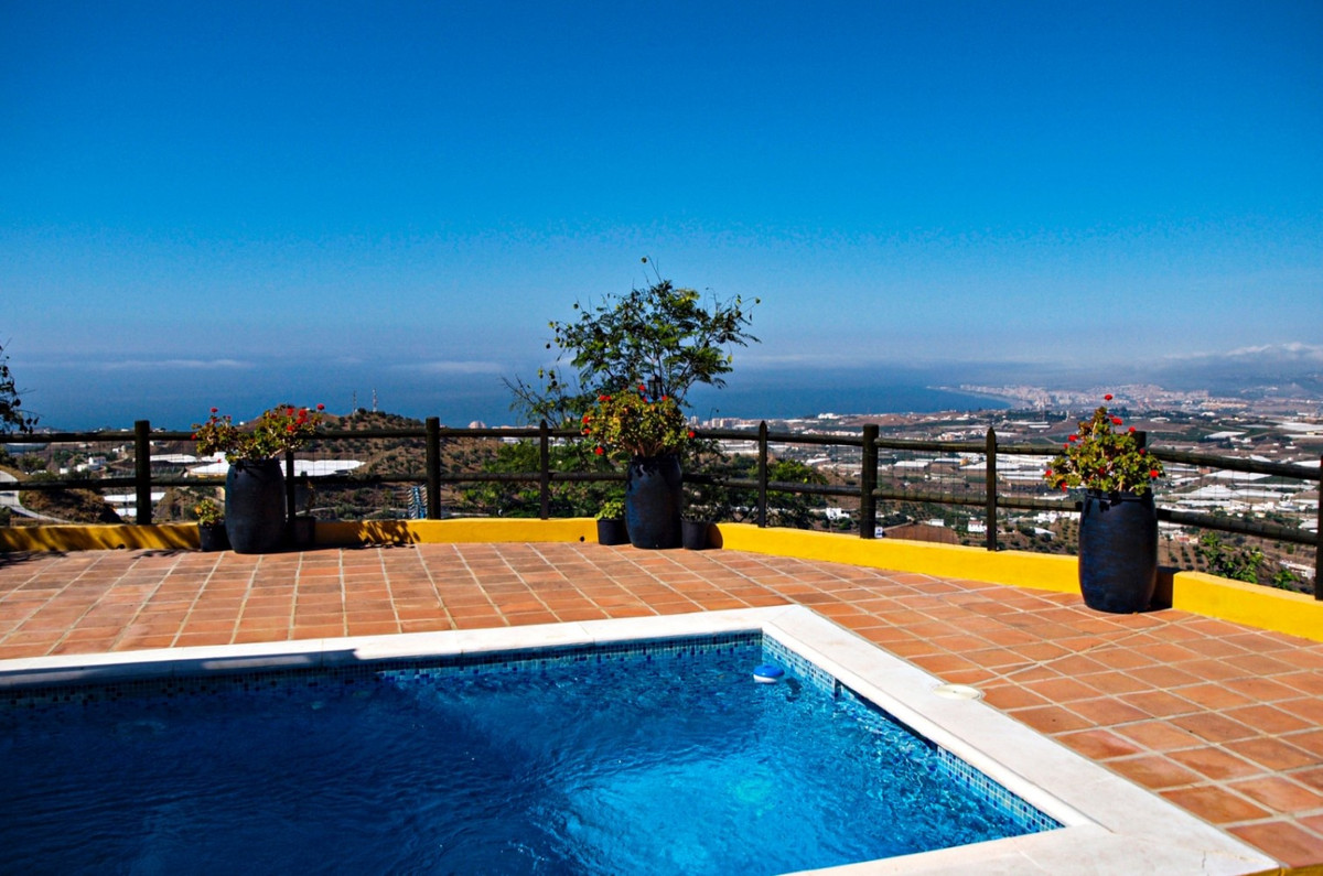 Beautiful finca with spectacular views of the sea and the mountains, the House has 72m 2, also a bas,Spain