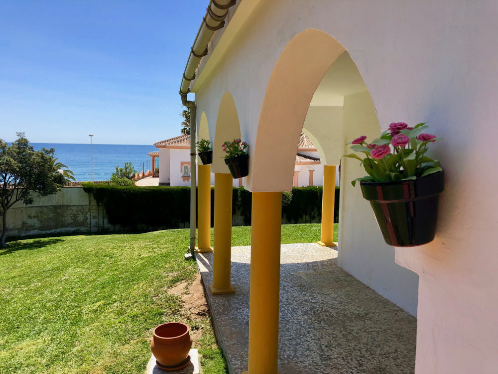 Renovation Offer! Villa in El Faro that needs renovation, sea view, walking distance to the beach.  , Spain