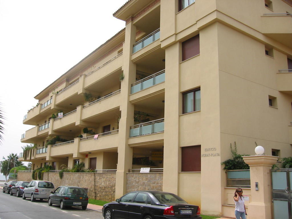 Nice first floor apartment in a gated developmenty first line of San Pedro de Alcantara promenade, n, Spain