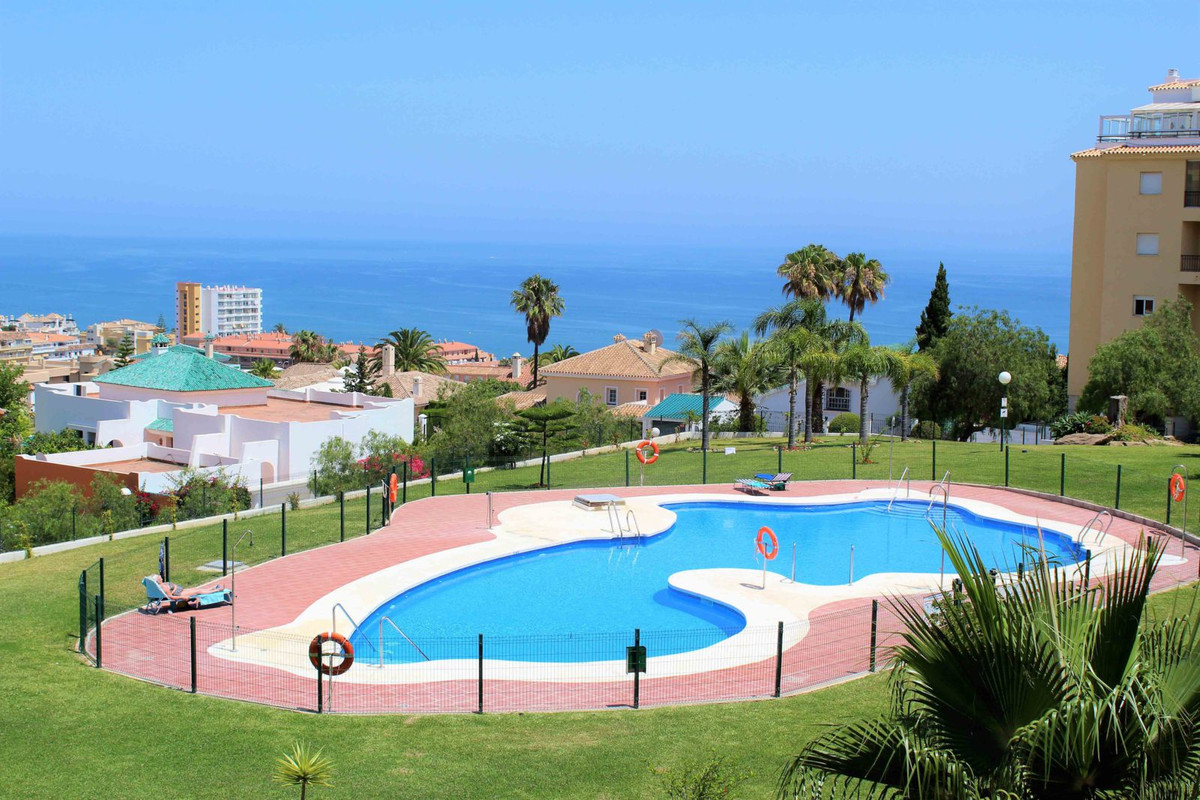 This is a very well presented 3 bed 2 bathroom apartment in a fantastic location just a short stroll,Spain