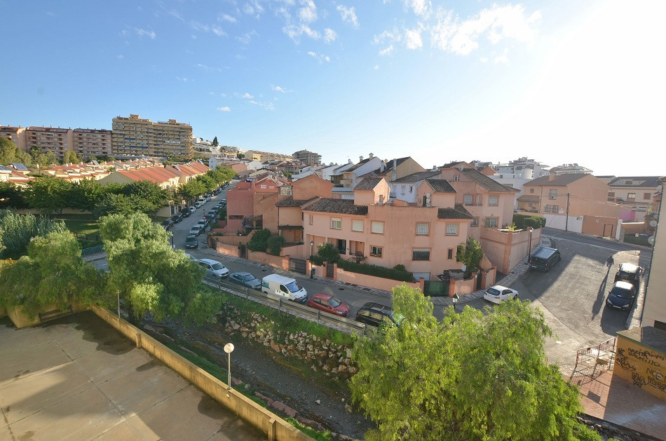 Nice apartment with south-east facing terrace of 11 m2 with beautiful views, located in Los Pacos (F,Spain