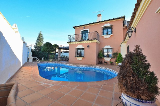 OPPORTUNITY!! REDUCTION FROM 295.000€ TO 269.000€!!  Beautiful semi-detached Villa in quiet urbaniza,Spain
