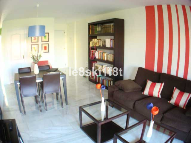 Bright corner apartment on secure enclosed complex with 6 pool. Storeroom and garage included. Prope, Spain