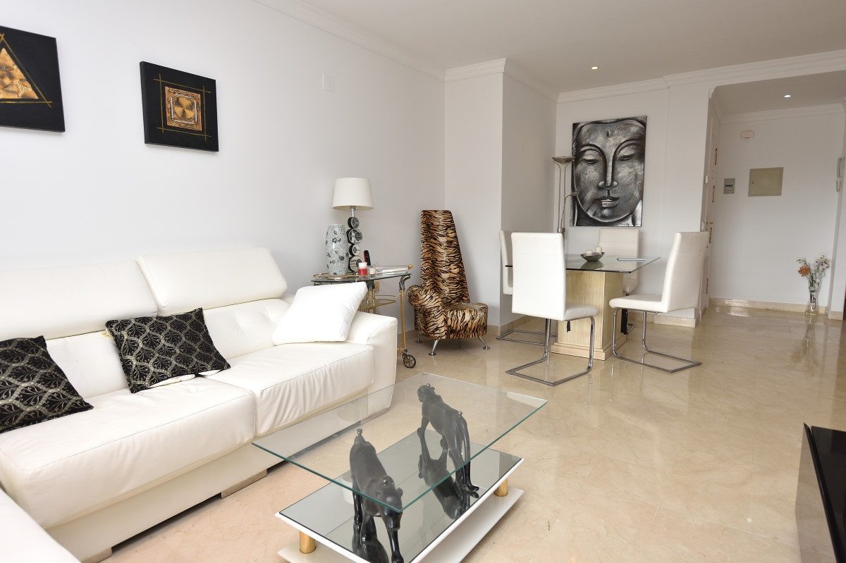 The open and bright apartment with 3 bedrooms and 2 bathrooms has been remodeled and refurbished in ,Spain