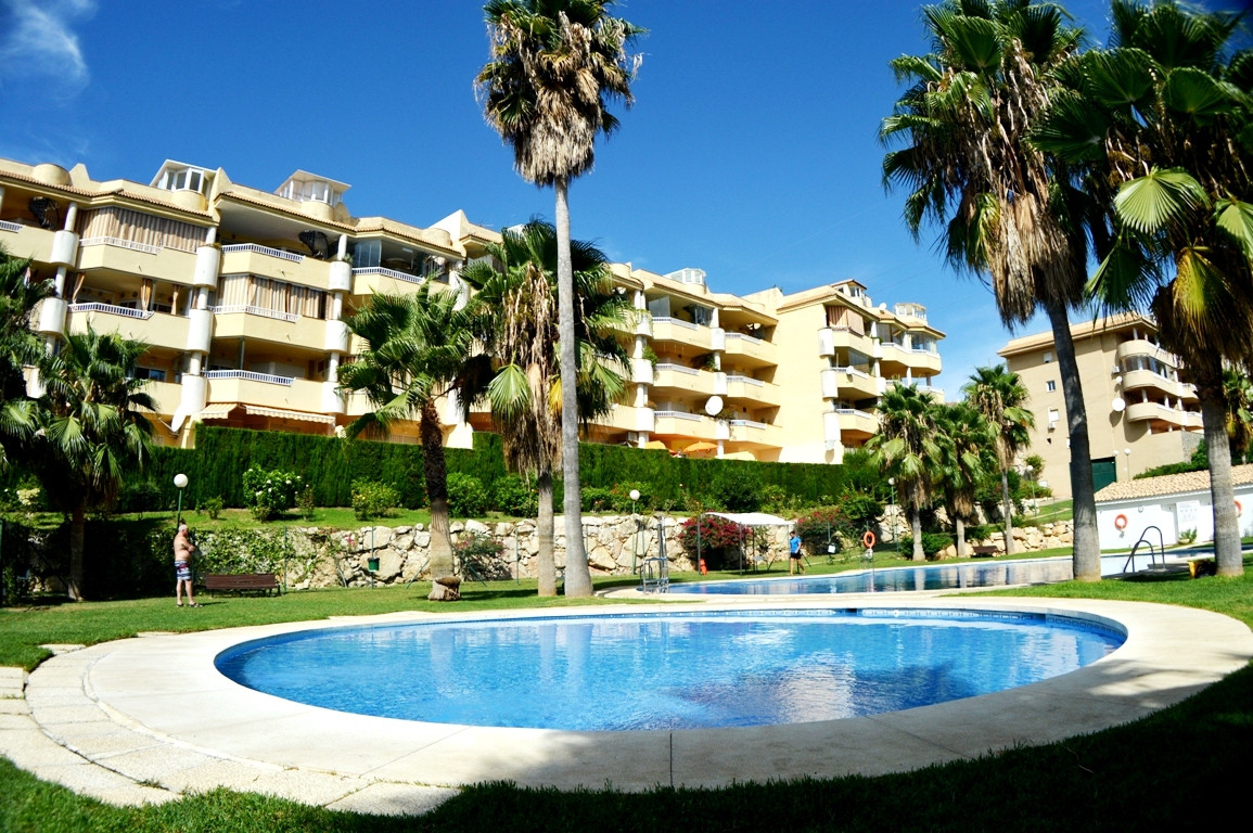 Apartment in nice area only 3 minutes from Fuengirola center by car and close to the beach front. Ni,Spain