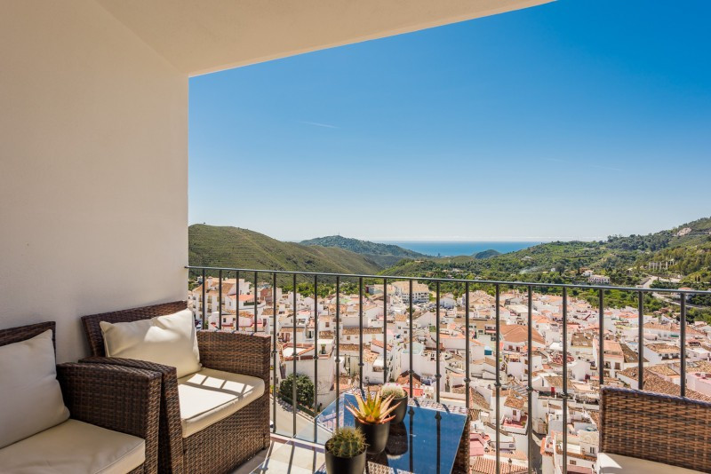 Penthouse for sale in Ojen Centro, Ojen, with 1 bedrooms, 1 bathrooms and has a garage (Private). Re, Spain