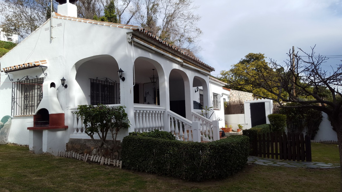 A 3 bedroom finca style one level villa in a quiet country location yet still very close to Benalmad,Spain
