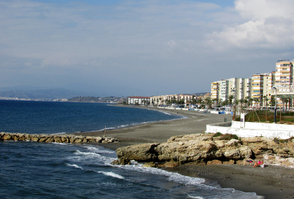 Cozy, fully furnished1-bed, 1-bath apartment available in Torrox Costa.  Located in the Centro Inter,Spain