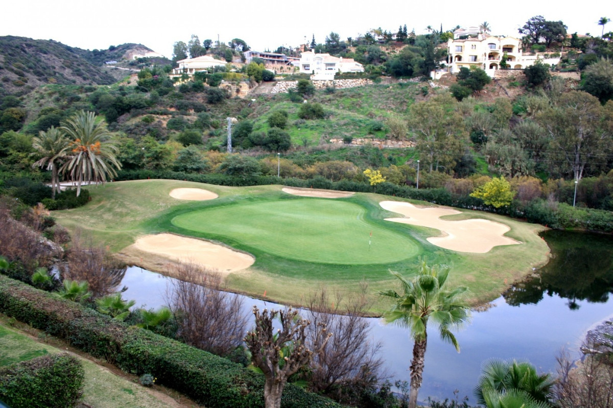 Bargain apartment front line golf in La Quinta in a mature development 2 bedroom with 2 bathrooms, l,Spain