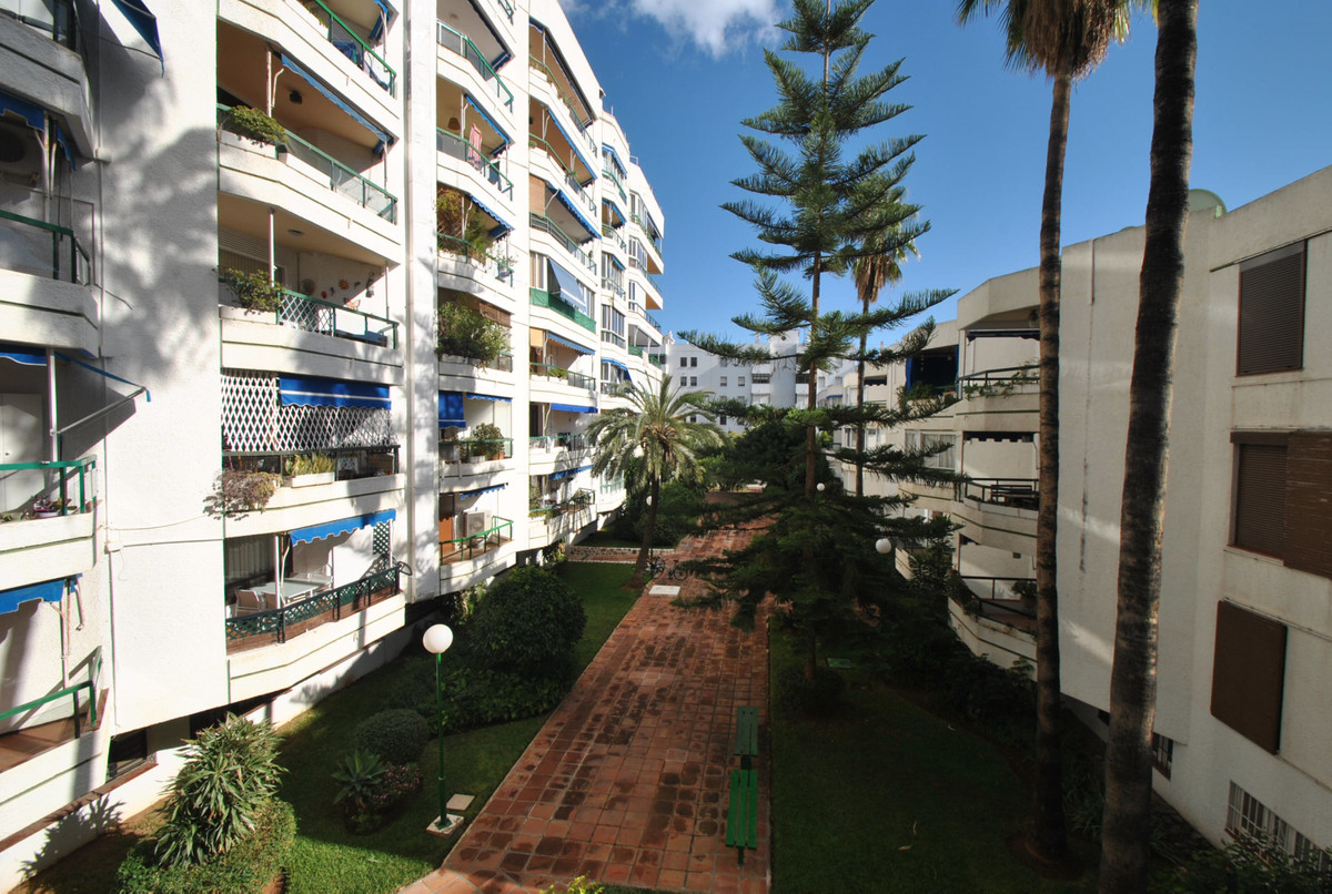 A bright and fresh studio apartment in an unbeatable location in Fuengirola just 300 meters to the b,Spain